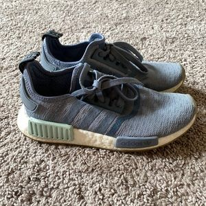 Adidas boosts size 7 blue